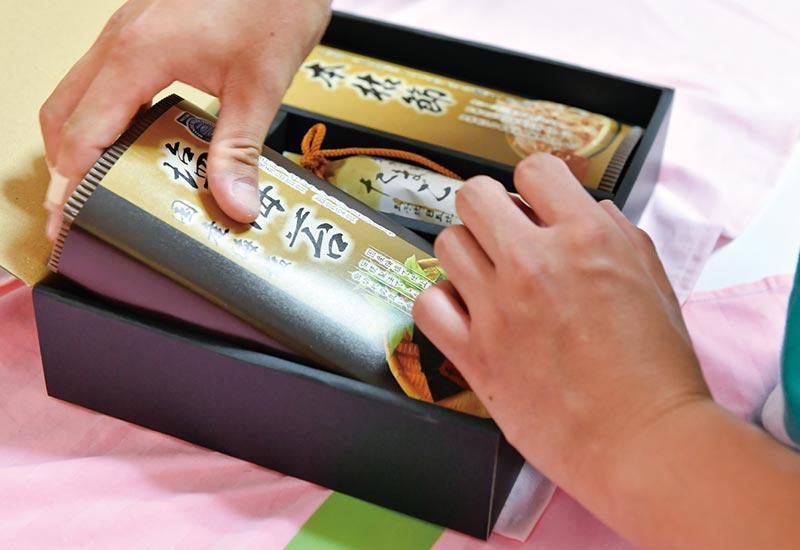 ギフト商品シール貼り・箱詰め作業